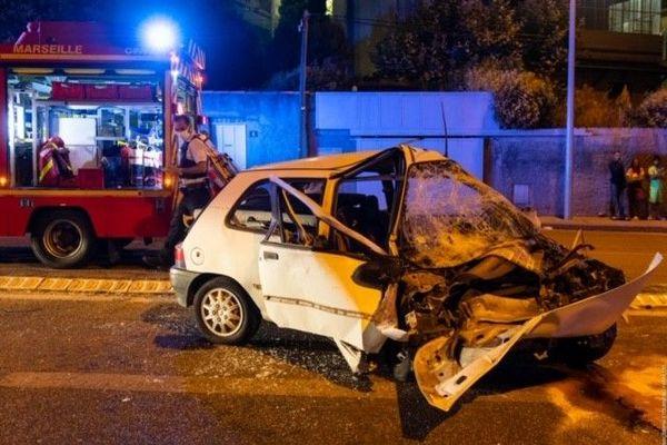 L'état de la voiture laisse penser qu'une vitesse excessive serait une des raisons de cet accident.
