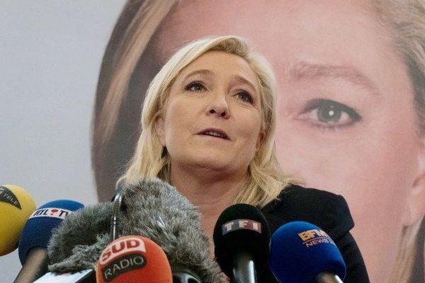 """Marine Le Pen: Sarkozy """"peut toujours essayer"""" de siphonner les voix FN, """"ça n'a marché qu'une fois"""""""