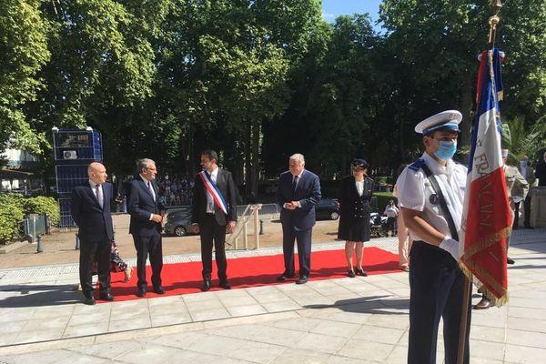 À l'occasion de l'hommage rendu aux 80 parlementaires français qui ont refusé les pleins pouvoirs au maréchal Philippe Pétain le 10 juillet 1940, le président du Sénat, Gérard Larcher était à Vichy dans l'Allier, vendredi 10 juillet. Le moment idéal pour rappeler l'importance du devoir de mémoire.