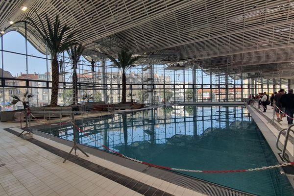 À côté du double-bassin de 25 mètres, le bassin d'apprentissage.