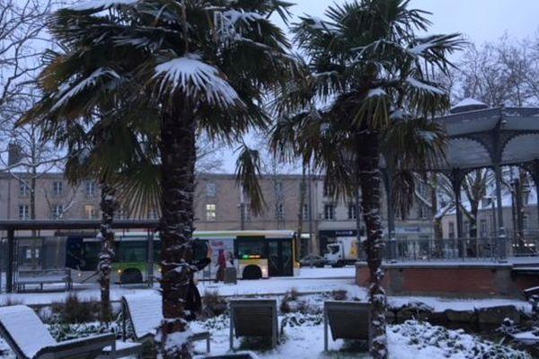 La place Napoléon de La Roche-sur-Yon sous la neige, le 6 février 2018