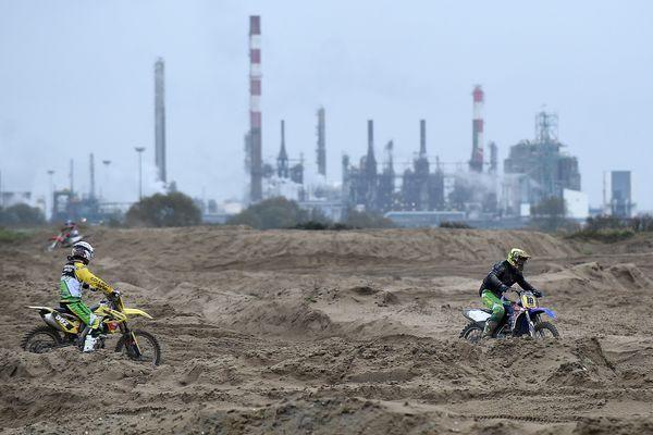 Le circuit de motocross de Loon-Plage proche du port.