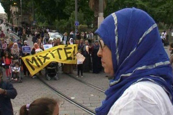 Une manifestation des mères du Petit Bard à Montpellier pour plus de mixité sociale pour leurs enfants - 20 mai 2015