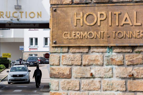 A Brest, le HIA Clermont-Tonnerre a été aménagé pour devenir un centre de vaccination, comme six autres hôpitaux des instructions des armées en France.