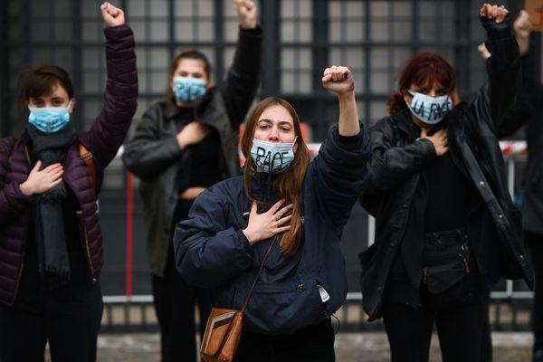 A Lyon, plusieurs associations et collectifs féministes ont crié leur soutien à la jeune Julie, qui accuse une vingtaine de pompiers parisiens de viol quand elle avait 13 et 14 ans. Photo d'archive.