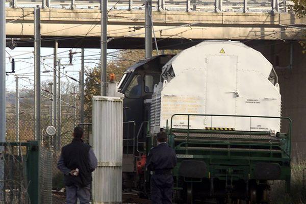 Un emballage de matière nucléaire photographié au terminal ferroviaire d'Armanville (image d'archive)