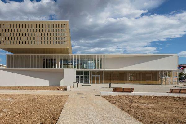 Montpellier - le bâtiment de l'école germaine Richier - archives