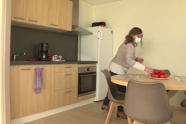 Betty Jurkowiak originaire de la Somme près d'Amiens loge dans un appartement d'Hopalia pour être près de son mari hospitalisé à la Fondation Hopale.