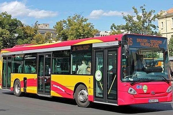 Béziers (Hérault) - un bus du réseau de Béziers Méditerranée transports - archives