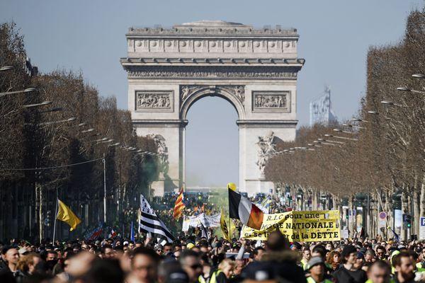 """Samedi 23 février, pour le 16e samedi de mobilisation des """"gilets jaunes"""", 5800 manifestants ont été recensés par le ministère de l'Intérieur à Paris."""