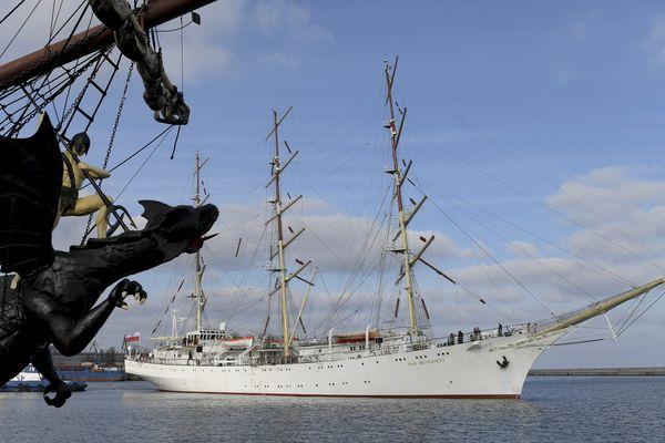 """Le voilier """"Dar Mlodziezy"""", ici en Pologne, est l'un des plus grands du monde."""