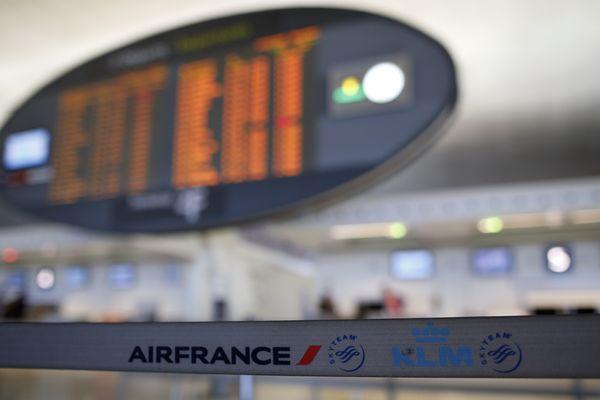 2.000 personnes ont été évacuées ce samedi après-midi du terminal 2F de l'aéroport de Roissy après qu'une personne a franchi les portes anti-retour en sens inverse.