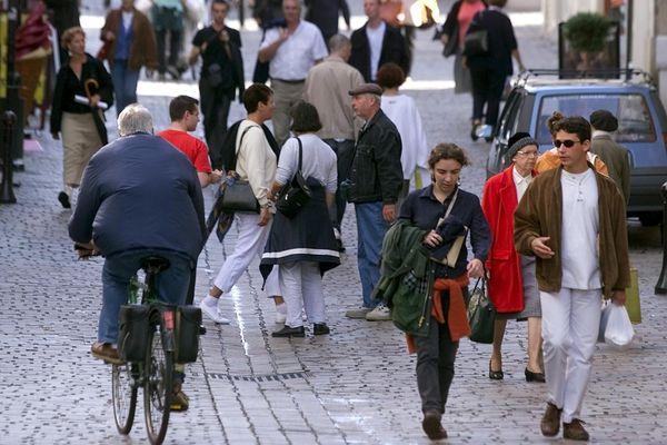 À Nantes les piétons se sentent globalement en sécurité mais il existe de nombreux conflits d'usage de la voie publique avec les voitures et les vélos