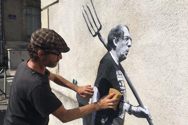 Les œuvres de Martin Charpentier ne resteront que quelques semaines sur les murs de la ville, mais elles portent un message positif que chacun peut s'approprier.