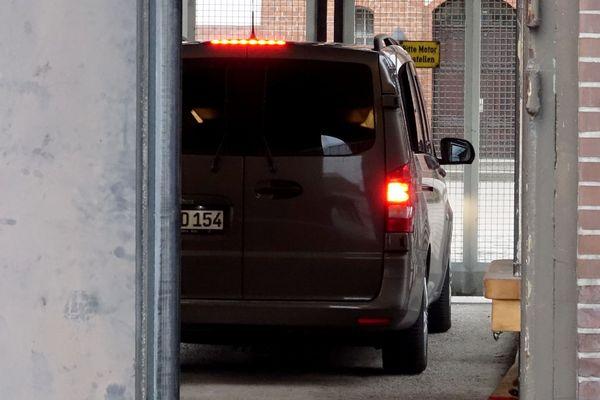Neumunster(Allemagne) - le convoi policier de Carles Puigdemont arrive au centre de détention - 26 mars 2018.