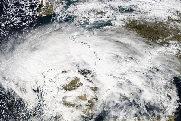 Photo satellite de Xynthia prise le 27/02/2010 par la Nasa