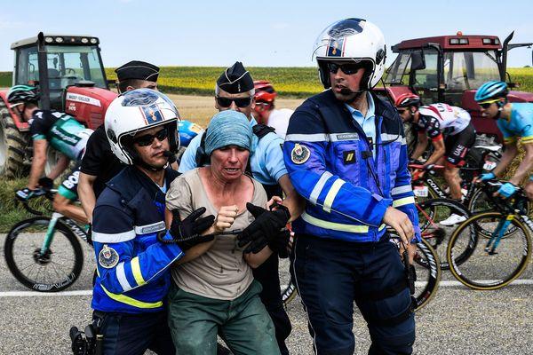 Aude - des agriculteurs stoppent le Tour de France - 24 juillet 2018.
