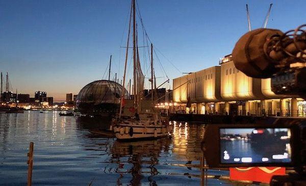 Le voilier théâtre s'immisce dans les ports de Méditerranée