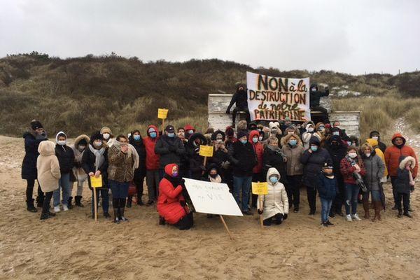 Manifestation, dimanche 7 février, des propriétaires de chalets de Blériot-Plage.