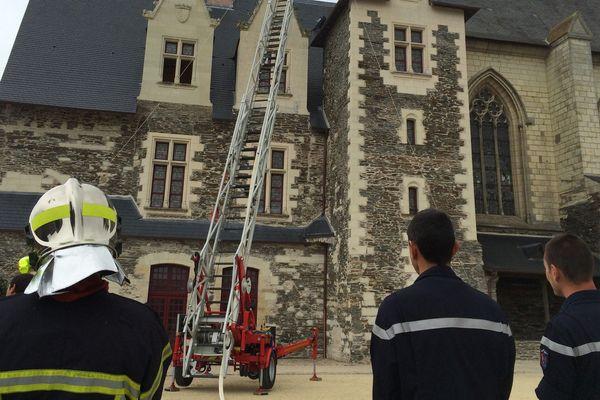 Une trentaine de pompiers ont participé à un exercice incendie grandeur nature au château d'Angers ce 28 septembre 2016