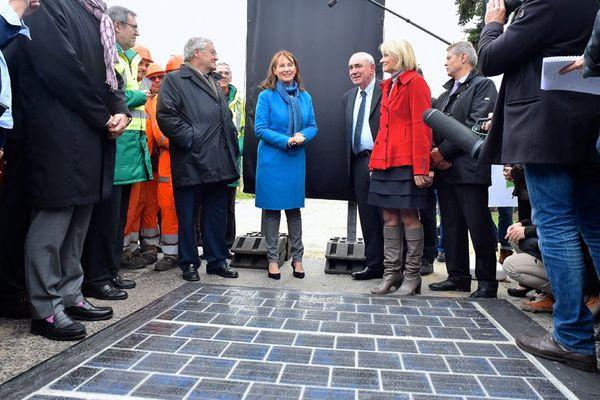 Ségolène Royal, le 24 octobre dernier, pour le lancement des travaux de la route solaire. Elle revient cette semaine pour sa mise en service