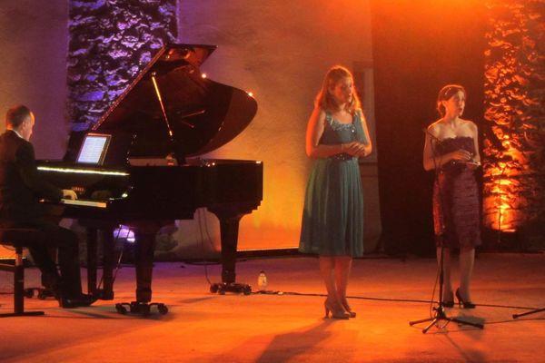 Samedi 10 août, à Francardo, les sopranos Julia Knecht et Anne-Laure Allègre ont occupé la scène. Et ont enchaîné leurs différents répertoires.