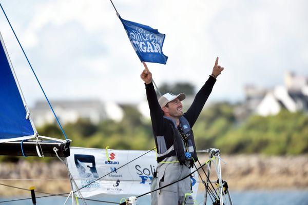 Pierre Quiroga, vainqueur de la Solitaire du Figaro 2021, a remporté la deuxième et troisième étape de cette 52ème édition. Ici à Roscoff (Finistère).
