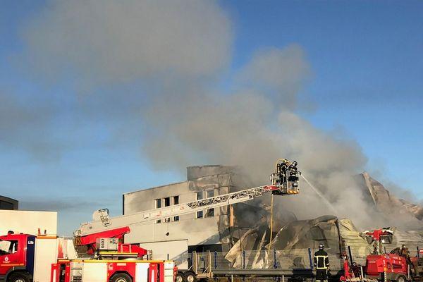 Violent incendie à l'entreprise Onet services de Marly