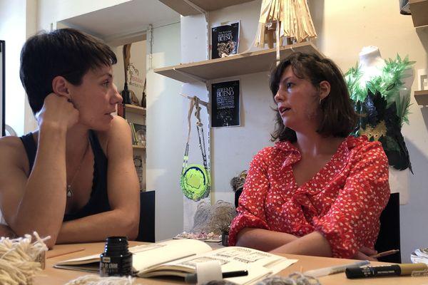 Sandrine Tricon est tisserande et Lou Leygnac est designer.