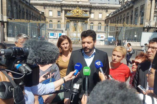 Les avocats de Geneviève Legay, maître Arié Alimi et maître Michaël Ghnassia ce mercredi matin, devant la Cour de Cassation.
