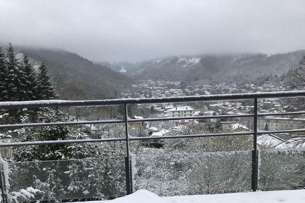 A Royat, dans le Puy-de-Dôme, les habitants se sont réveillés avec quelques centimètres de neige sur leur balcon.