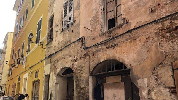 C'est au premier étage de cet immeuble, rue Droite à Bastia, que les animaux étaient enfermés