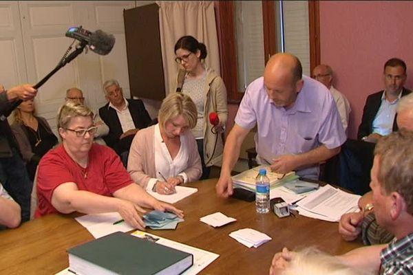 Dépouillement des votes sur la seconde délibération de cession du Bois Lejuc par Mandres-en-Barrois à l'ANDRA, jeudi 18 mai 2017.