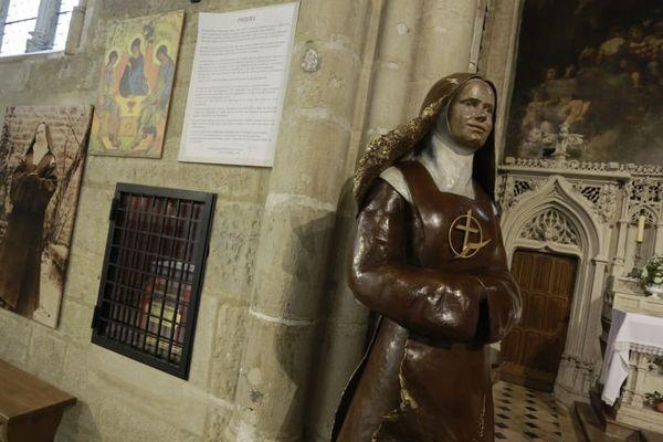Une statue d'Elisabeth de la Trinité