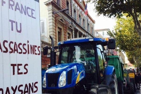 Les agriculteurs manifestatent devant la préfecture de Perpignan