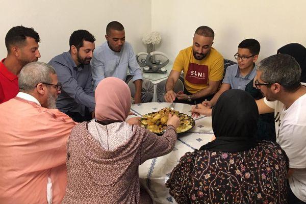 C'est à la maison, que cette famille du quartier de la Paillade de Montpellier, célèbre la fin du ramadan - 25.05.20