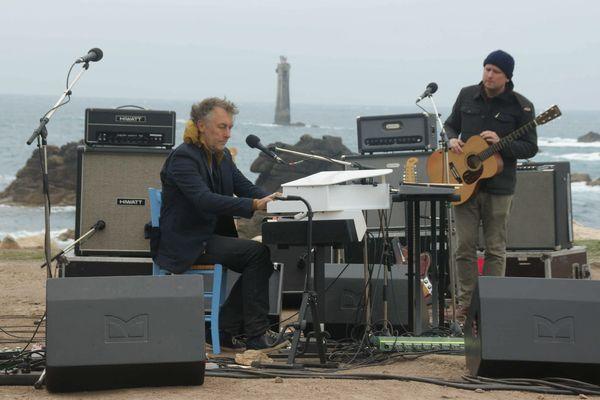 Yann Tiersen en 2014 alors qu'il joue à la Pointe de Pern