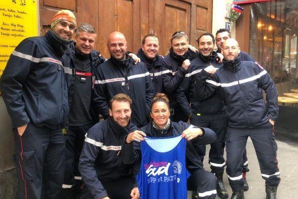 Quelques-uns des pompiers gardois de Sud-SDIS qui occupent la place de la République à Paris