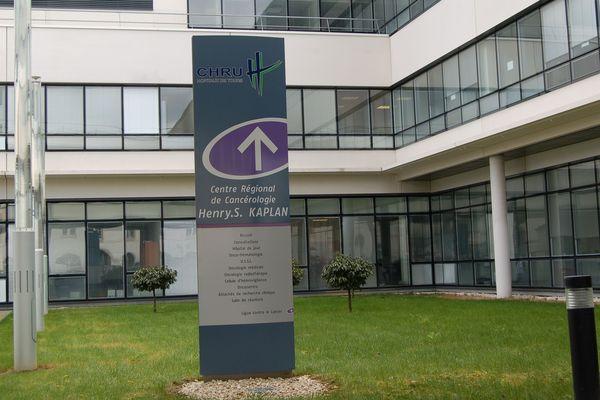 Le CHRU de Tours, où se situe le service régional de cancérologie.