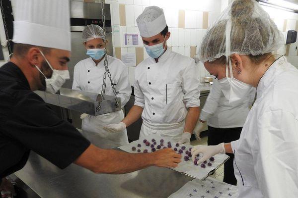 Les étudiants, qui devaient ouvrir leur restaurant d'application au mois de mai, ont dû eux aussi réagir à la crise du coronavirus.