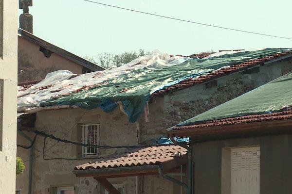 A Châtillon-Saint-Jean, les bâches n'ont pas résisté au nouvel épisode de grêle qui a frappé la région