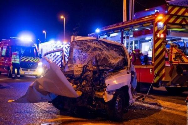 Un accident de la route a fait un mort et un blessé grave cette nuit dans le 14ème arrondissement de Marseille.