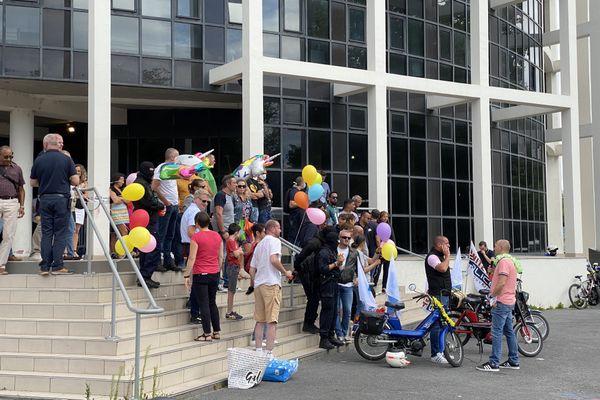 La manifestation a démarré vers midi le 8 juillet à Reims.