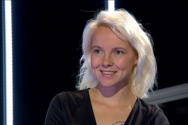 """Cécile Coulon vient de sortir son huitième roman, """"Seule en sa demeure""""."""