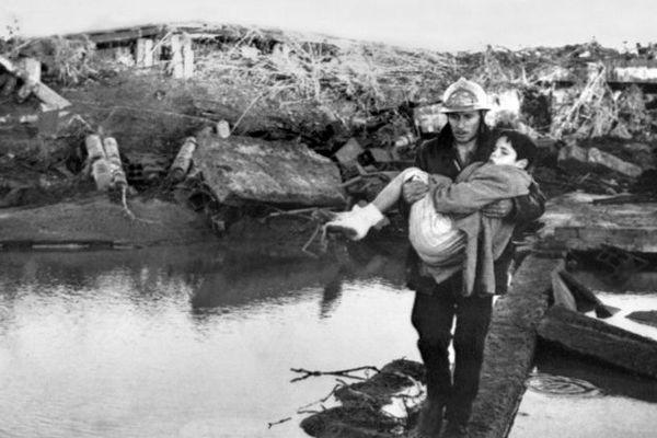 Décembre 1959, après la rupture du barrage de Malpasset.