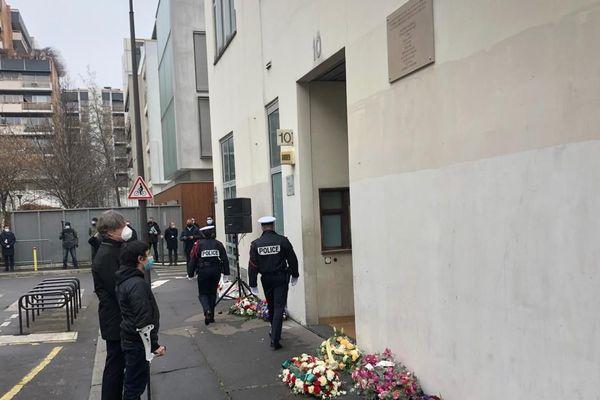 Les commémorations ont débuté au 10, rue Nicolas Appert.