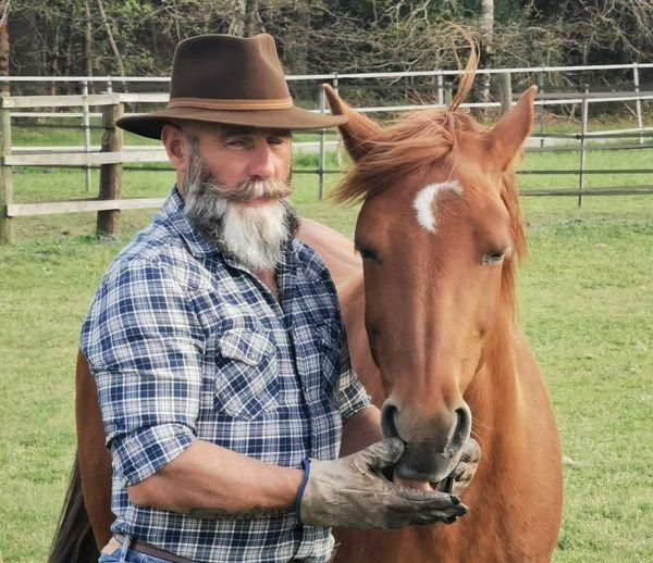 Thierry Laborde appelle à l'aide les agriculteurs pour lui fournir du foin, nécessaires aux chevaux.