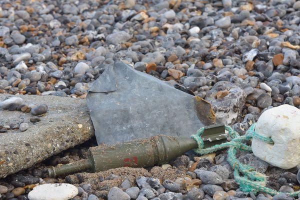 Un obus sur la plage de Dieppe