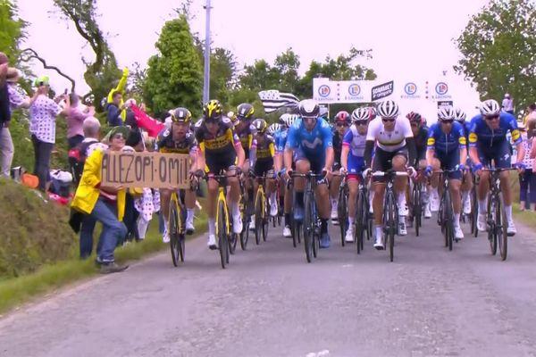 Une spectatrice est mise en cause dans la chute du peloton du Tour de France lors de la première étape