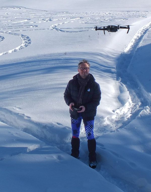 Pour voir ses oeuvres de haut, Patrick Straub s'est mis au pilotage de drone.
